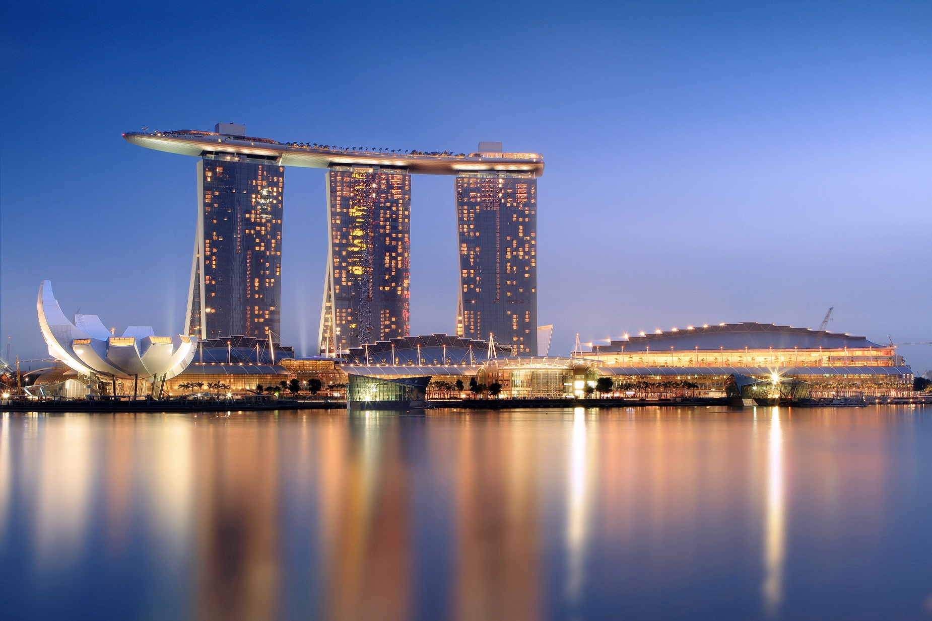 Marina_Bay_Sands_in_the_evening_-_20101120