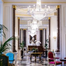 AS ELEGANTES 5 ESTRELAS DO HOTEL BENTLEY LONDON